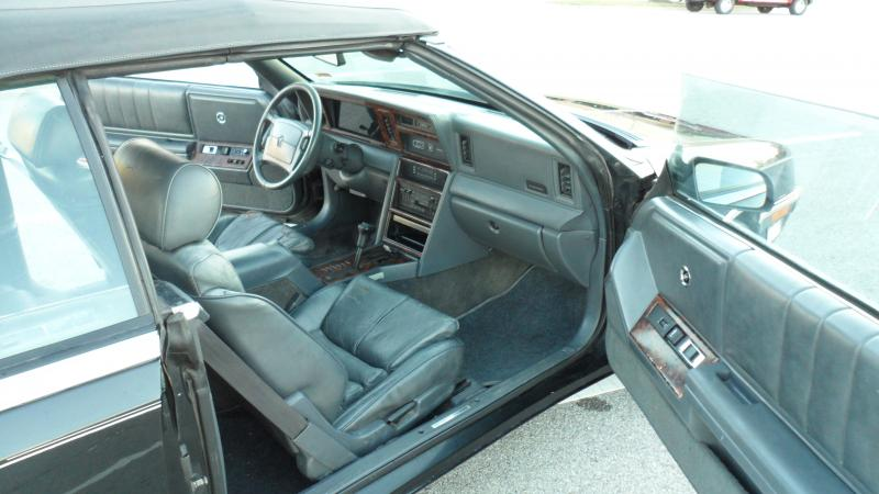 1989 Chrysler LeBaron GTC - 50-interior.jpg